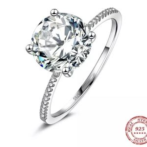 New Gorgeous Solitaire Engagement Ring